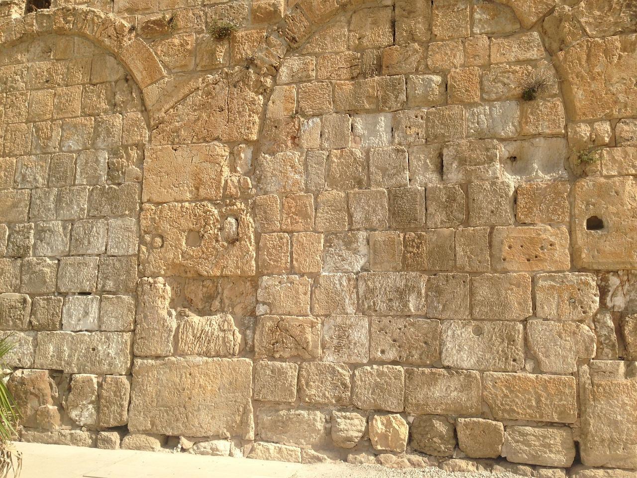 Jerusalem Stone, Hulda Gates arches filled in